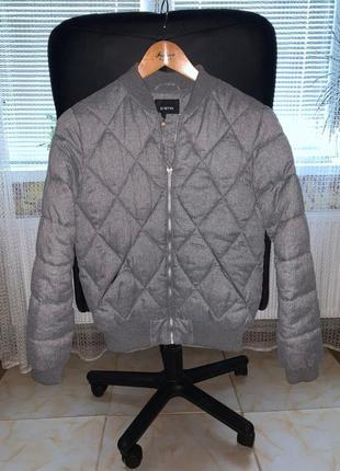 Шикарная серая куртка бомбер ostin