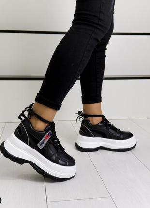 Кроссовки на платформе новые в наличии