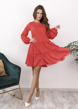 Красное платье-трапеция в горошек