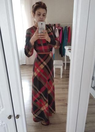 Максі сукня у трендовий принт
