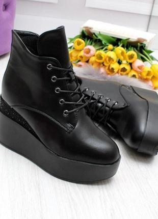 Элегантные черные женские зимние ботинки на танкетке платформе  код 7406