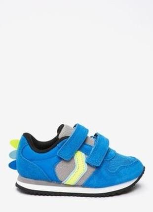 Яркие кроссовки next