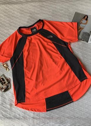 Яркая спортивная футболка размер м