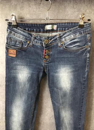 Качественные джинсы низкие