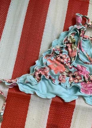Стильные плавки от купальник h&m/ с оборками в цветочный принт
