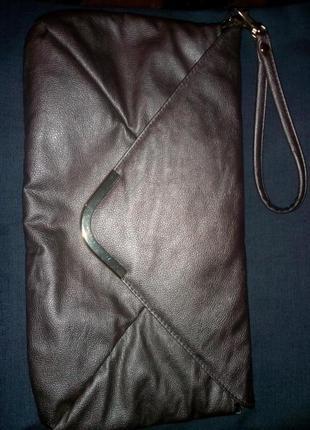 Красивая золотистая сумка-клатч
