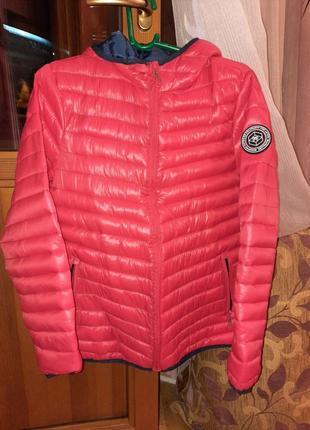 Курточка демисезонная яркокрасного цвета