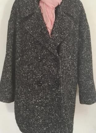 Трендовое двубортное шерстяное пальто оверсайз