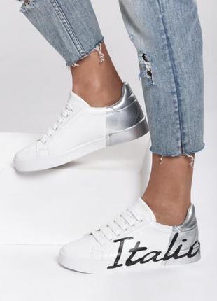 Белые кроссовки с серебренными вставками