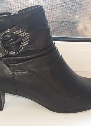 Кожанные ботинки 42 размера