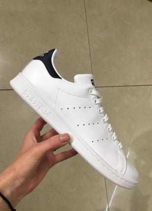 Белые с синими вставками кеды  кроссовки adidas  stan smith оригинал