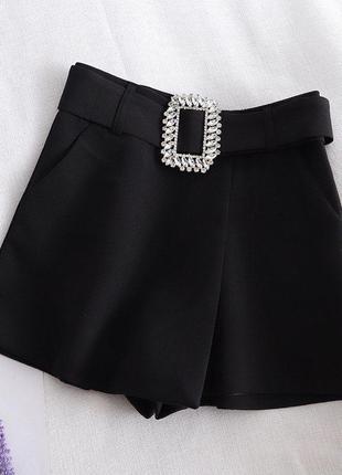Чёрные шорты с ремнём