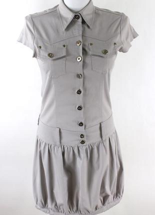 Серое платье с серебристым отливом и юбкой баллон