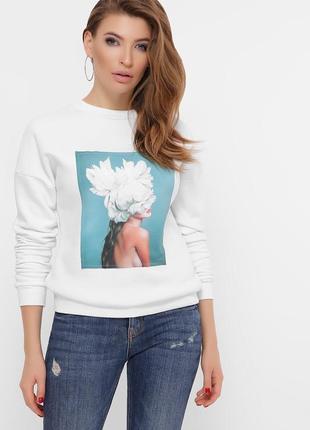 Белый свитшот с цветами