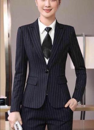 Актуальный стильный костюм в полоску new look