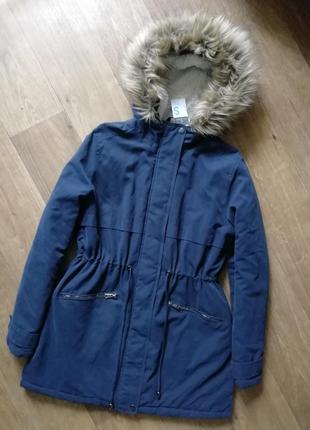 Стильная куртка, курточка, парка, с красивым мехом