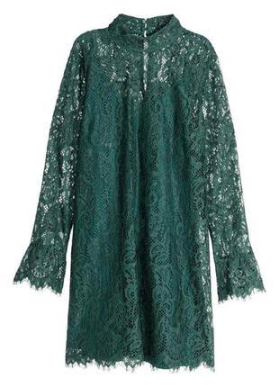 Вечернее кружевное платье прямого кроя