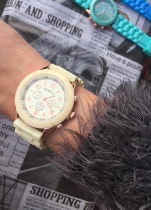 Часы наручные женские кремовые силиконовые годинник