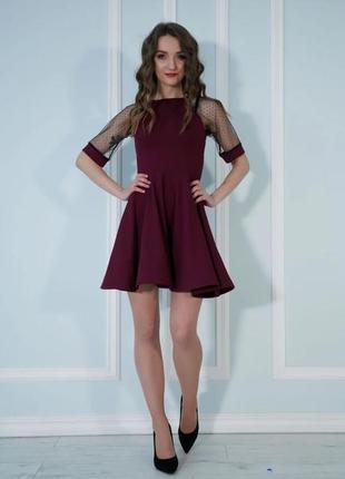 Нарядное платье с пышной юбкой и рукавами из сеточки