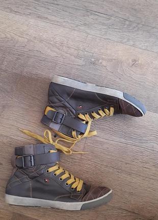 Коданые ботинки хайтопы фирменные  tomaris