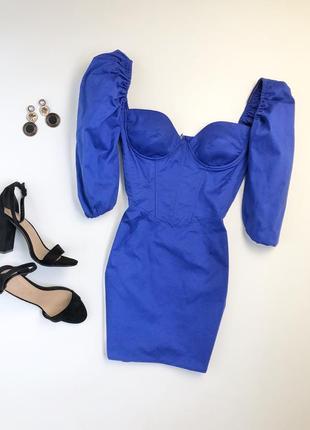 Платье с открытыми плечами синие