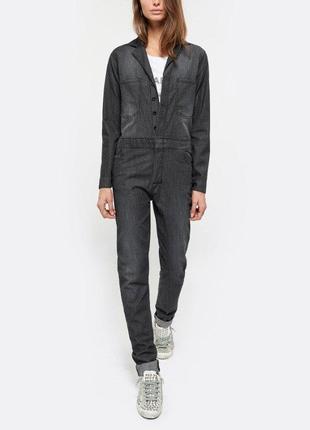 Актуальный джинсовый комбинезон с длинным рукавом