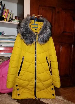 Продам суперове жіноче пальто на зиму. в ідеальному стані,мєх іскуствений.