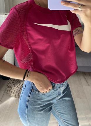 Яркая футболка со вставкой сетки со свушем