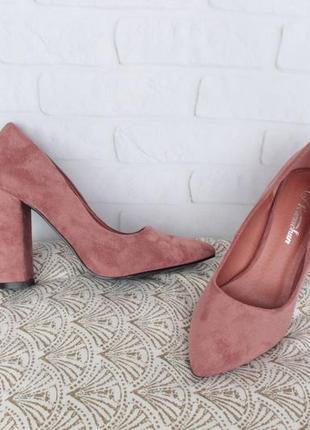 Шикарные туфли, лодочки 37, 38, 39, 40 размера на устойчивом каблуке