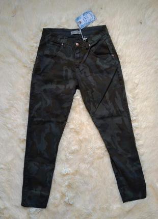 Стильные хлопковые штаны бойфренд цвета хаки камуфляж размер s