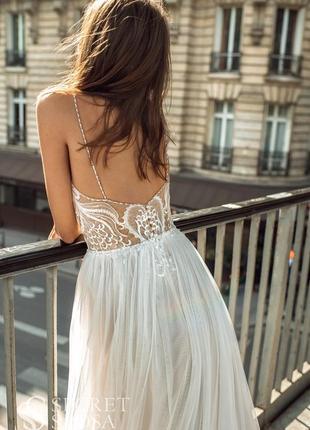 Расшитое платье с открытой спиной