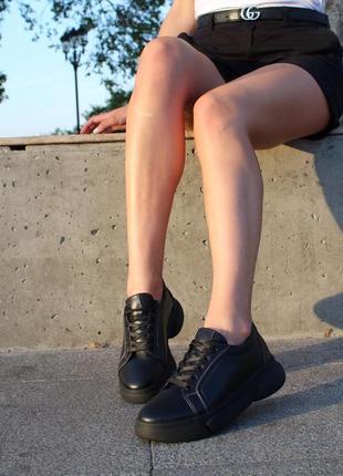 Женские черные кожаные кеды