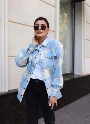 Плотная рубашка как легкая куртка