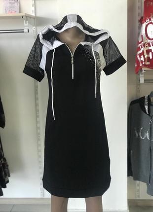 Платье signet чёрное с капюшоном