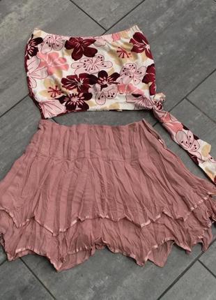 Летний костюм юбка цвета чайной розы и топ.