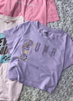 Хлопковая укороченная футболка с бархатной надписью