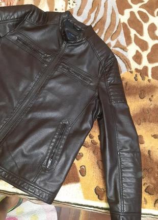 Мужская кожаная абсолютно новая куртка.очень дешево
