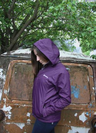 Фиолетовая куртка berghaus