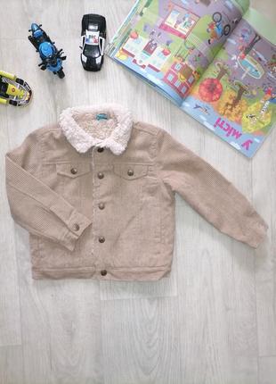 Вельветовая курточка на искусственном меху.