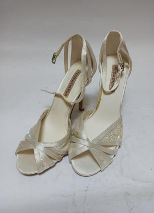 Essence menbur туфли.брендове взуття stock