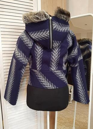 Куртка из натуральной шерсти дизайнерская.
