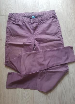 Фиолетовые штаны джинсы