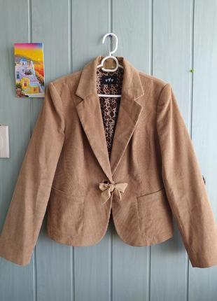 Стильный вельветовый пиджак, жакет бежевого цвета