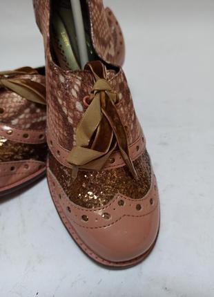 Нежные туфли на каблучке.брендовая обувь stock