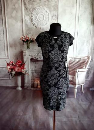Стильное силуэтное платье