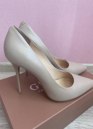 Ідеальні бежеві туфлі човники