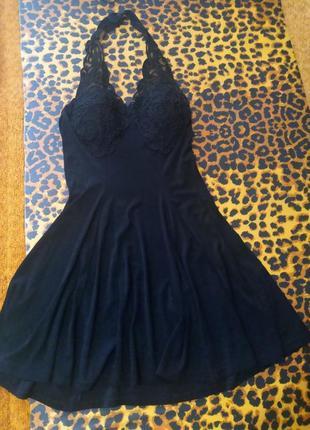 Красивое платье с открытой спиной