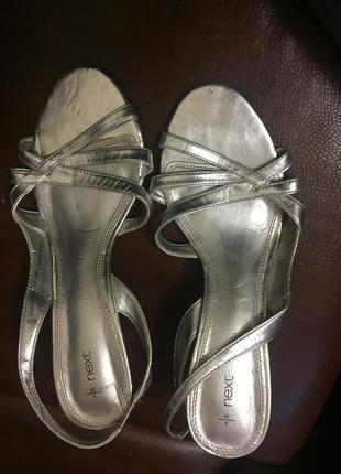 Летние боссоножки шлепки цвет серебро бренд next