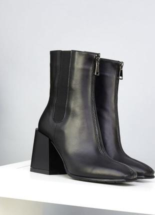 Трендовые ботинки челси на каблуке из натуральной кожи