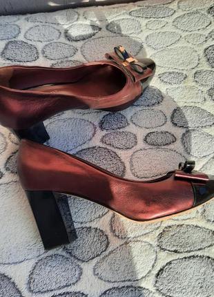 Красивые туфельки на устойчивом каблуке